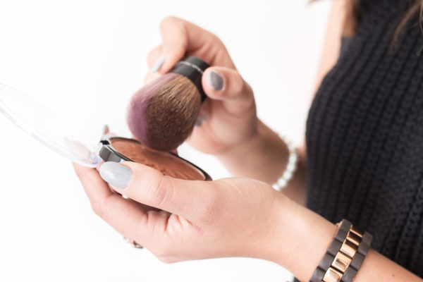 Do you want to learn simple, tips, and ideas on how to clean makeup brushes set right away and properly? Either you prefer DIY at home or what to know what is the best make up brush cleaners. This post has a step by step guide from how to clean your makeup brushes with baby shampoo, dawn, coconut, or even Hydrogen peroxide. I prefer using #diy option 2 in the post.#makeup #makeupbrush #beauty #cleaning #organisation #fashion #eyesbows